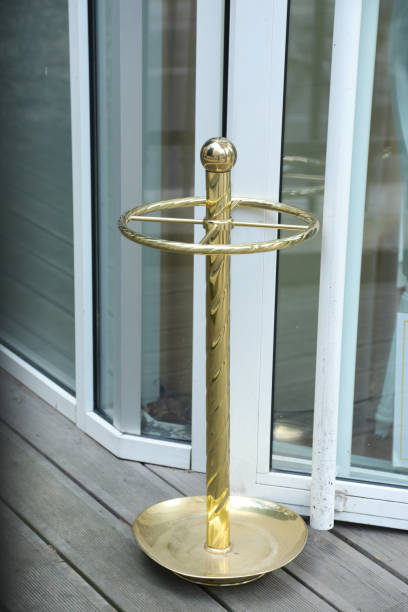 Porte parapluie banque d 39 images et photos libres de droit istock - Porte parapluie exterieur ...