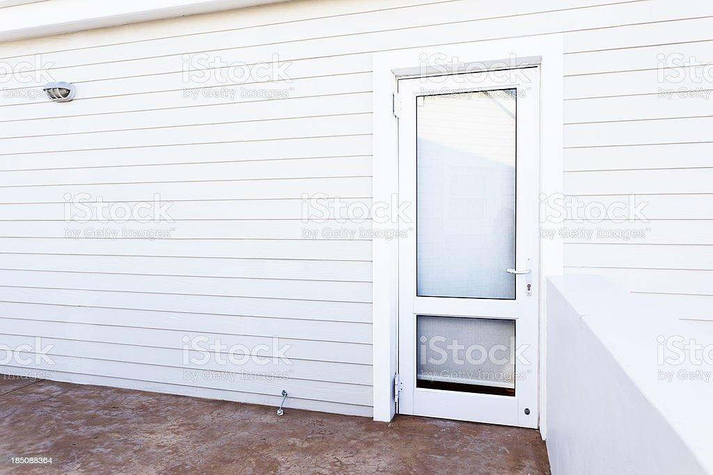 Mur et porte en verre de blanc peintes de maison - Photo
