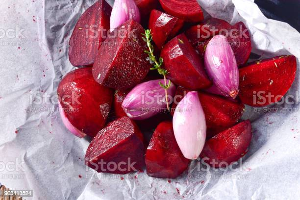 Pieczone Czerwone Buraki W Piekarniku - zdjęcia stockowe i więcej obrazów Biały