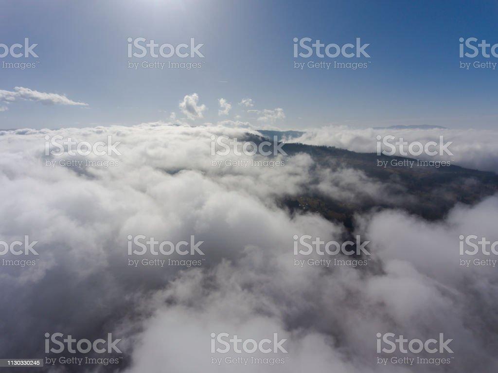 Bulutlar üzerinde stok fotoğrafı