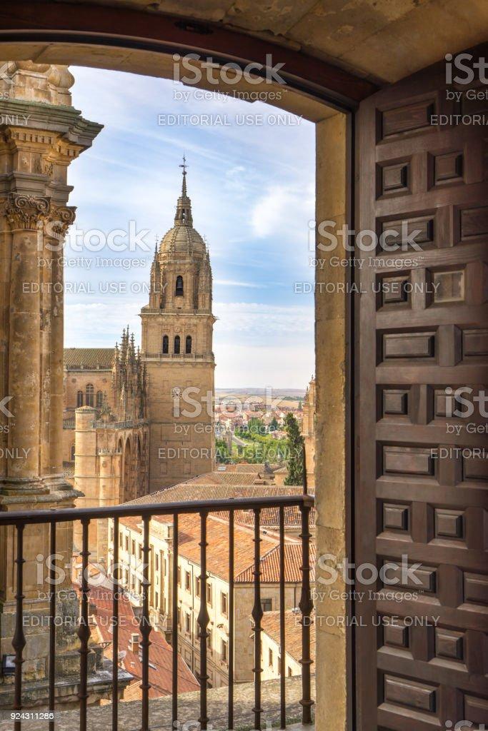 Fotografía de Sobre Mirar Campanario De Catedral Nueva De Salamanca ...