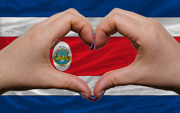 über nationalflagge von costa rica zeigte herz und liebe - freistaat stock-fotos und bilder