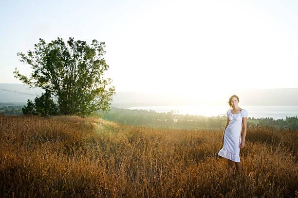 over the kinneret - beyaz elbise stok fotoğraflar ve resimler