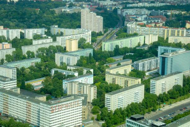 überfüllt, leben in der stadt - berlin/deutschland - demographie deutschland stock-fotos und bilder
