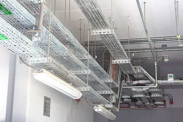 overhead cable management - kabelkanal weiß stock-fotos und bilder