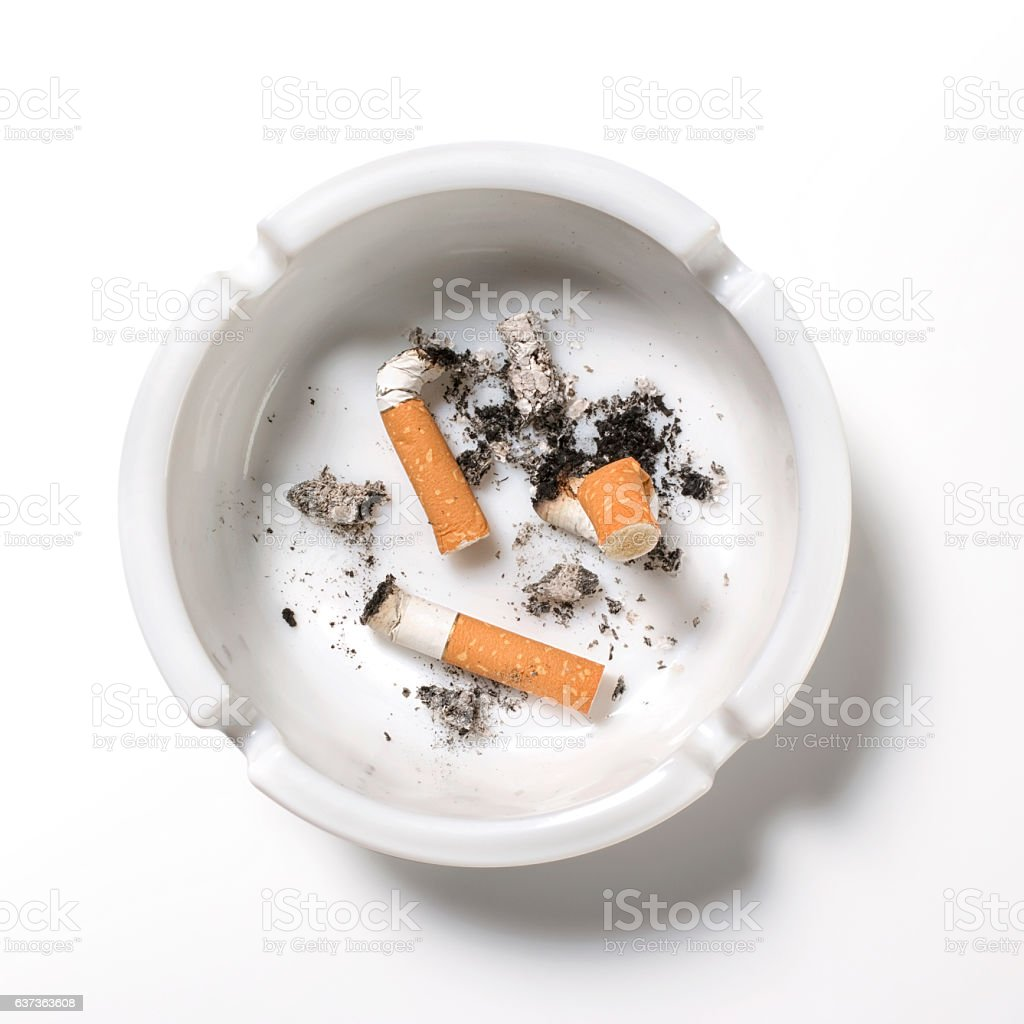 Overhead of cigarettes in ashtray on white background – Foto