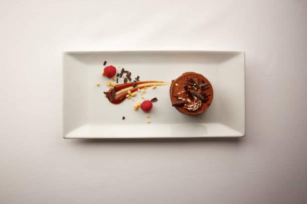 グルメ チョコレート デザートのオーバー ヘッド ショット - デザート ストックフォトと画像