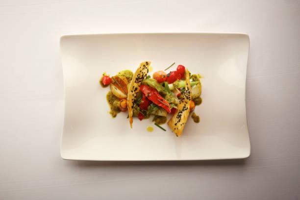 혼합 구이 야채 음식 접시의 오버 헤드 샷 - 누벨퀴진 뉴스 사진 이미지