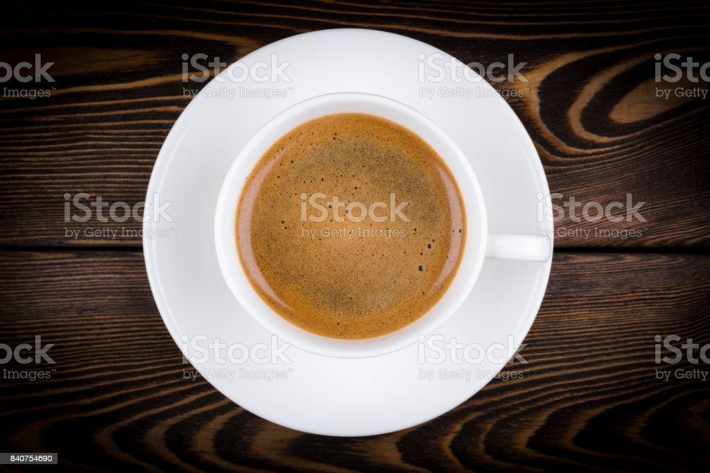Draufsicht auf einen frisch gebrühten Tasse Espresso Kaffee auf rustikalen hölzernen Hintergrund mit Woodgrain-Struktur. Kaffeepause-Stil – Foto