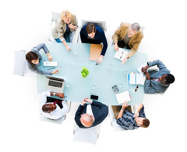 vista dall'alto di un gruppo di professionisti in riunione - business meeting, table view from above foto e immagini stock