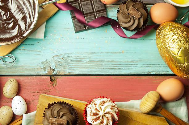 ostern backen - heiße schokoladen cupcakes stock-fotos und bilder