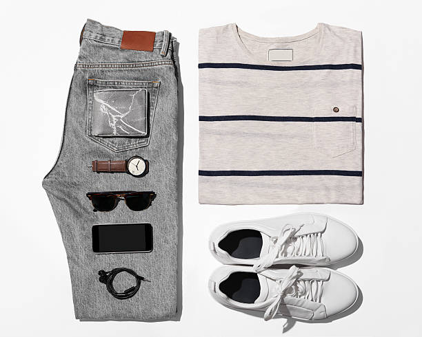 overhead view of men's casual outfits, outfits of traveler, male - herren outfit stock-fotos und bilder
