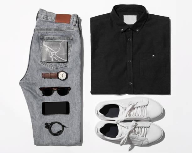 overhead-blick auf die lässigen outfits der männer - herren outfit stock-fotos und bilder