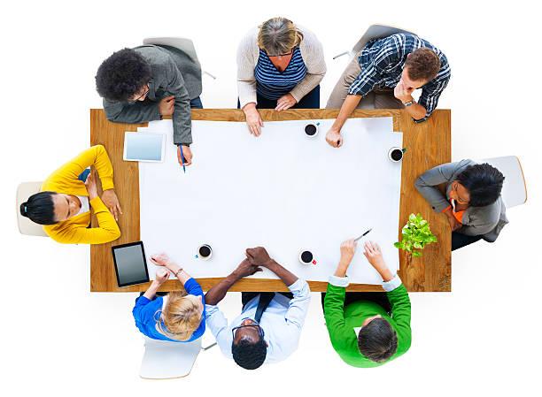 vista dall'alto di multi-etnico persone al tavolo - business meeting, table view from above foto e immagini stock