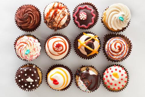 오버헤드 볼 수 있는 용지함이 컵케이크 0명에 대한 스톡 사진 및 기타 이미지