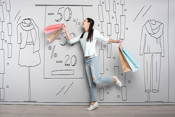 overjoyed woman smiling after shopping - damen jeans sale stock-fotos und bilder