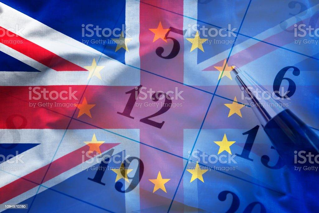 Überlappende Bilder Flaggen der Europäischen Union und Großbritannien über modernen Kalender – Foto