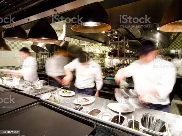 Overly busy restaurant kitchen picture id641825792?b=1&k=6&m=641825792&s=612x612&h=er2fnklbmvpgoszp80ehzazngqvez2toxl6la7 mwto=