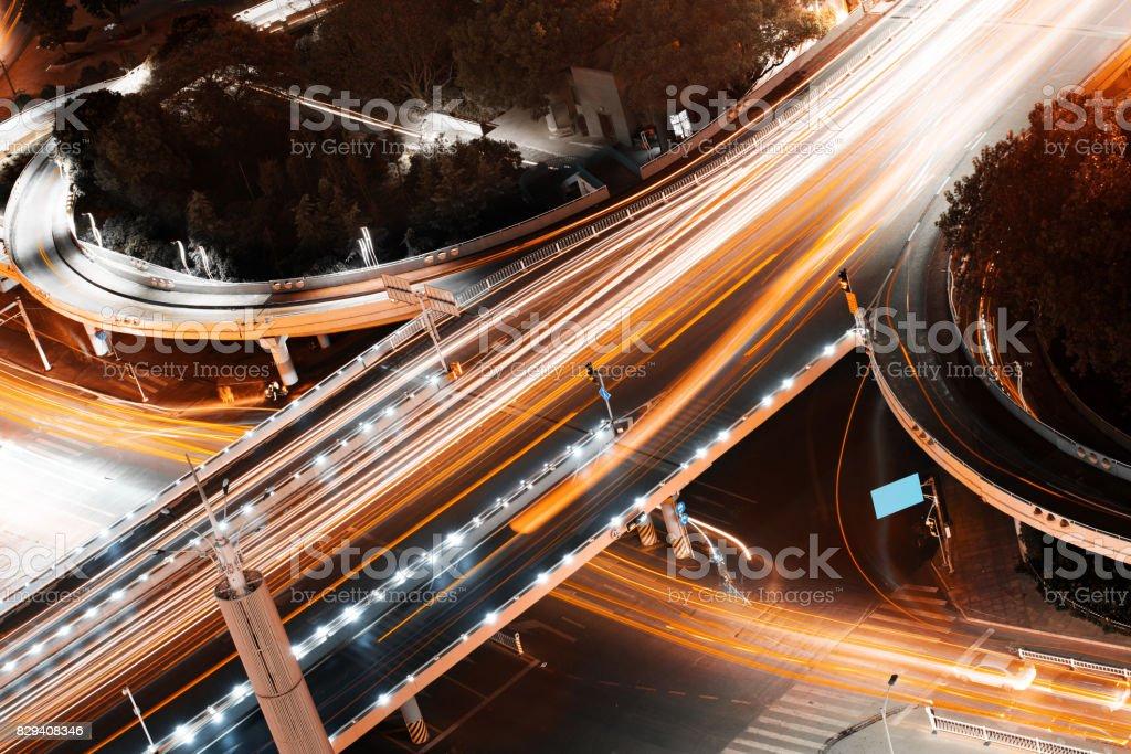 Straßenüberführung der leichte Wanderwege, schönen Kurven. – Foto
