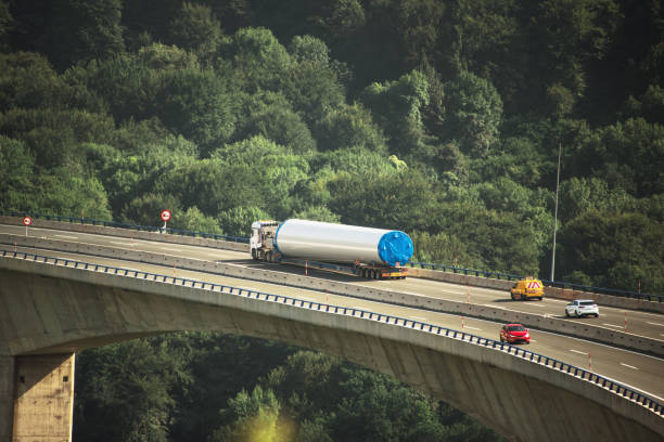 Oversize load trailer on highway viaduct - foto stock