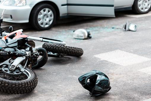 Umgestürzten Motorrad Nach Kollision Stockfoto und mehr Bilder von Abgelenkt