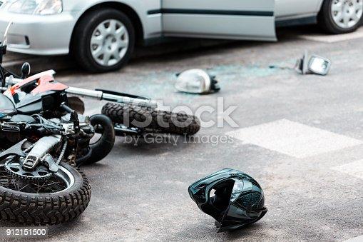 Umgestürzten Motorrad Nach Kollision Stock-Fotografie und mehr Bilder von Abgelenkt