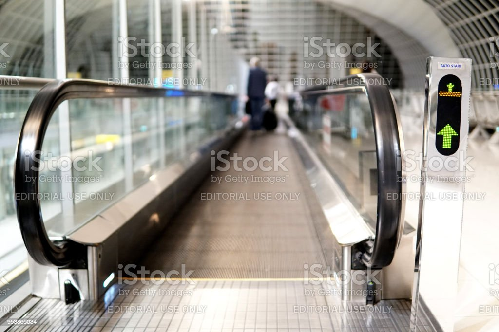 Resumen internacional Suvarnabhumi Airport. Un gran aeropuerto internacional en Bangkok Tailandia - foto de stock