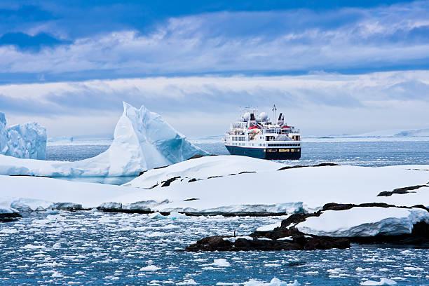Gran Barco crucero - foto de stock