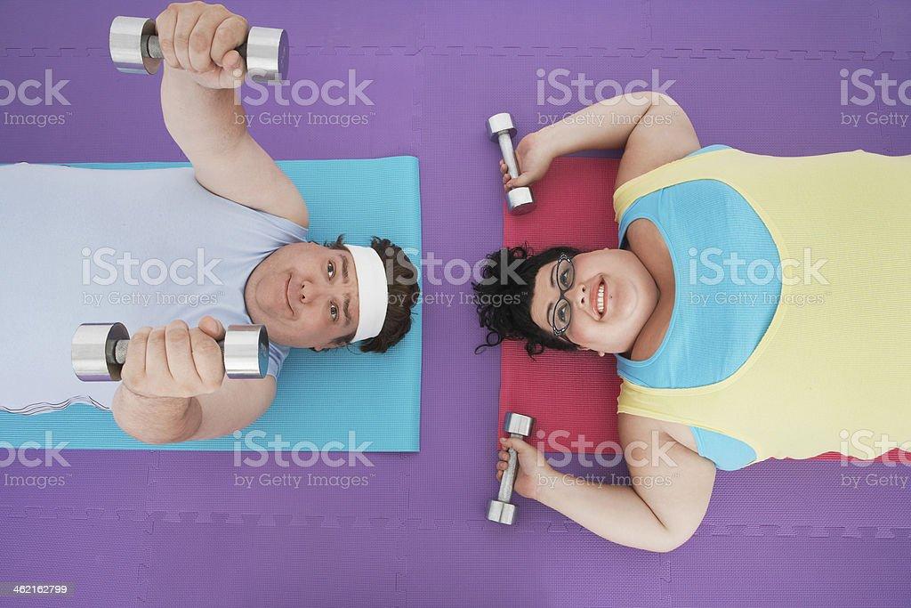 Sobrepeso par levantar pesas - Foto de stock de Adulto libre de derechos