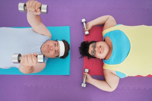 Sobrepeso Par Levantar Pesas Foto de stock y más banco de imágenes de Adulto