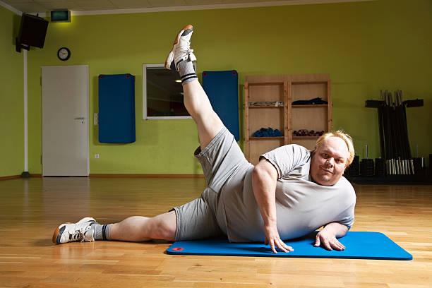 Hombre gordo ejercicio - foto de stock