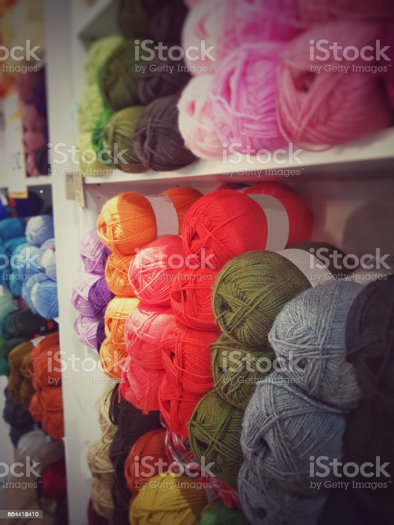 ovillos colores de lana - foto de stock