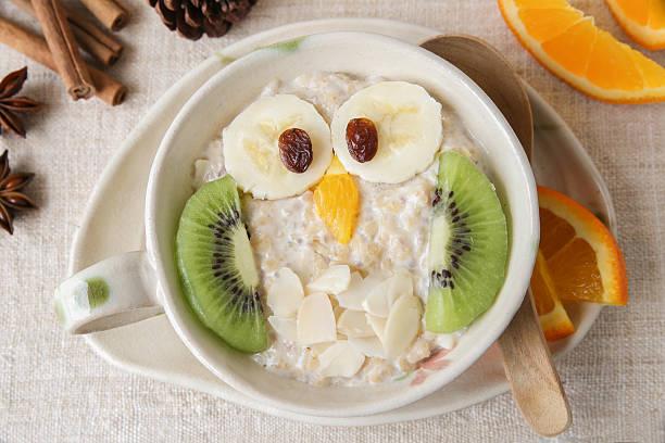 owl porridge breakfast , food art for kids - getreidebrei stock-fotos und bilder