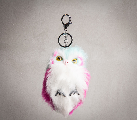 istock Owl shaped pom pom puff pendant for cellphone 935774378