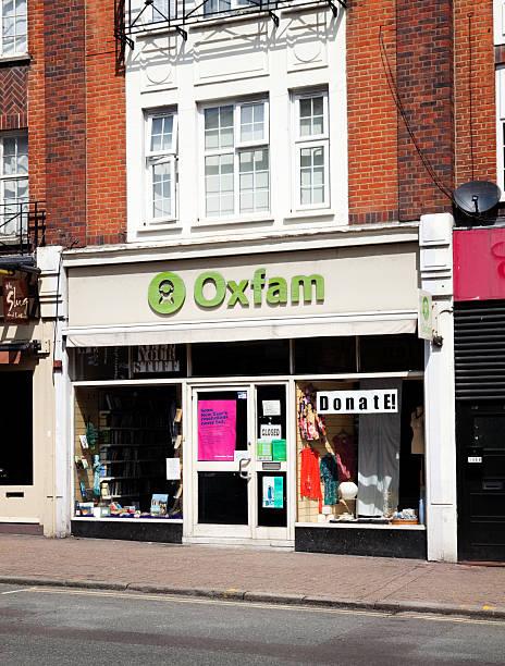 oxfam charity-laden - beckenham town stock-fotos und bilder