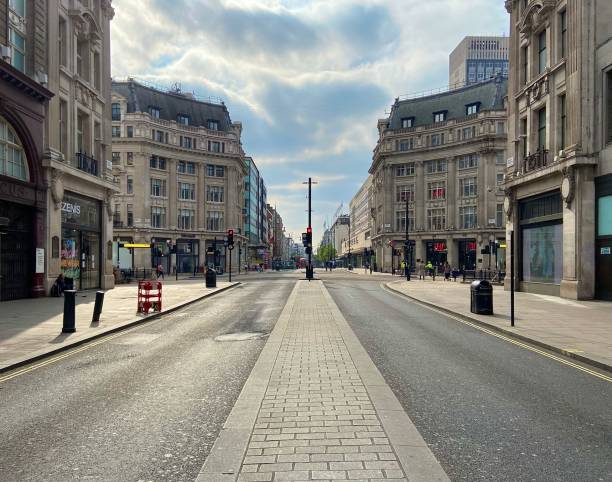 Oxford Street London no people London, United Kingdom - April 18 2020: Empty Oxford Street without people during lockdown carnaby street stock pictures, royalty-free photos & images