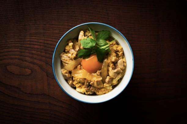 母娘丼 (日本鶏と卵丼) - 丼物 ストックフォトと画像