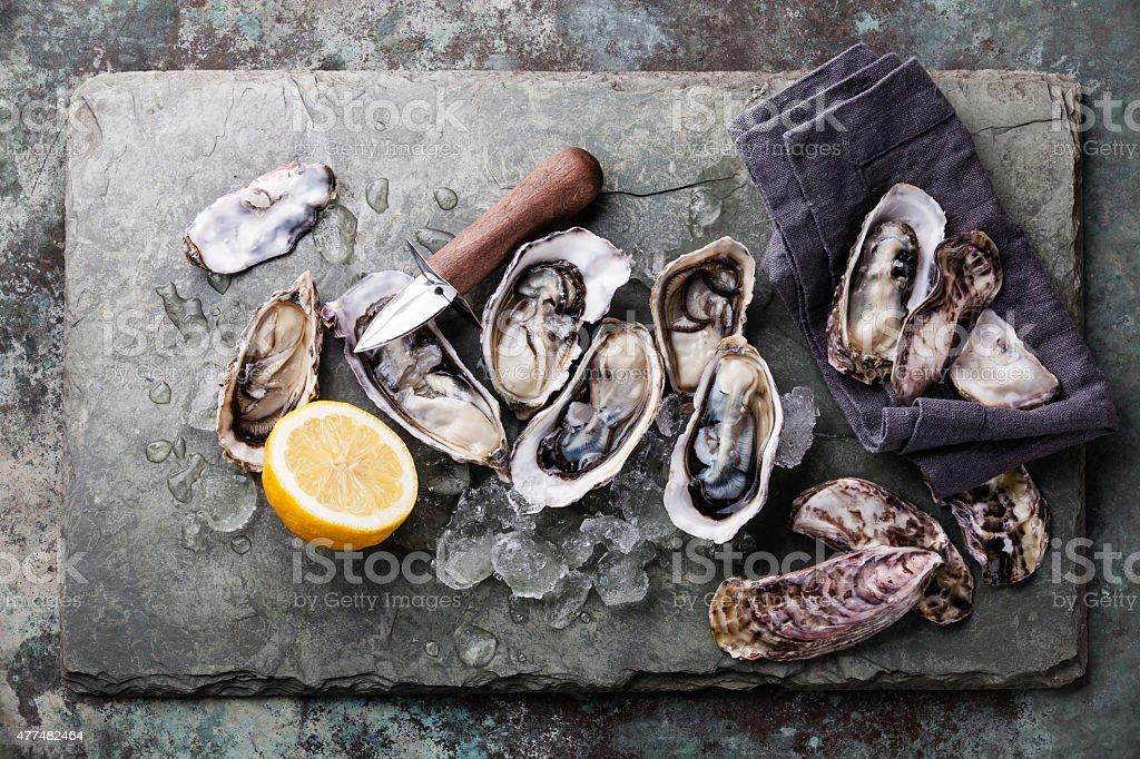 Austern mit Eis und Zitrone – Foto