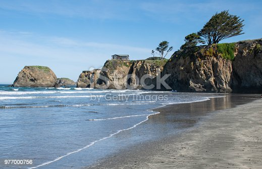 Picture of a Beach house on top of a cliff next to Fort Bragg, California