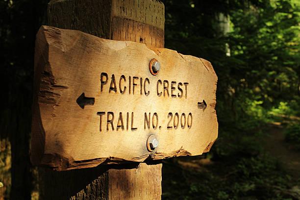 pacific crest trail-markierung - pacific crest trail stock-fotos und bilder