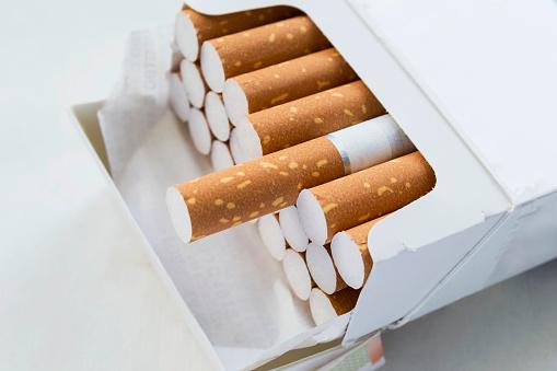 Pack Of Cigarettes Stok Fotoğraflar & Arka planlar'nin Daha Fazla Resimleri