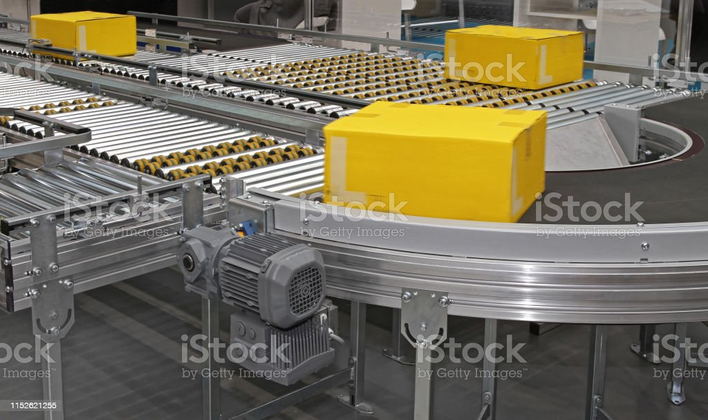 Automated Sorting Packages at Conveyor System Distribution