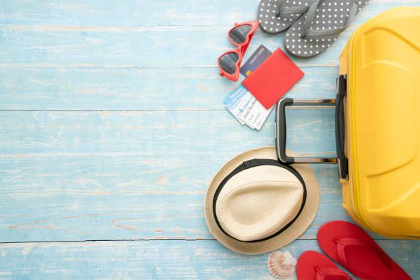 긴 주말, 여행 개념에 대한 새로운 여행과 여행을위한 수하물 포장 - 짐 싸기 뉴스 사진 이미지