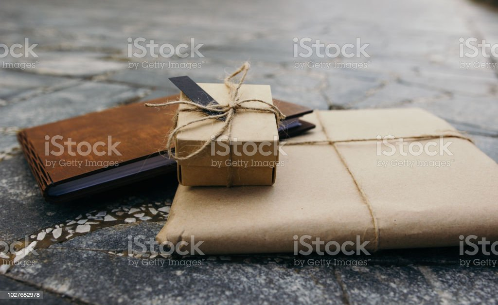 Packing kraft, a gift book, a gift box, Linen twine, book of wood,...