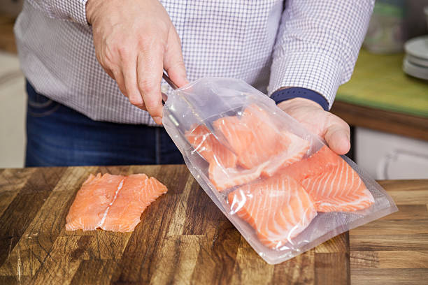 Packing salmon for sous vide. – Foto