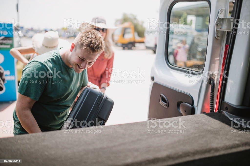 Embalando o carro para um feriado - foto de acervo
