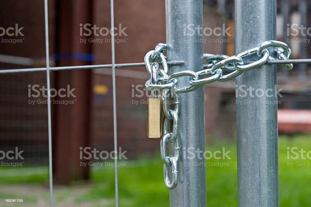 Pad lock locking chain link fence - Locked gate stock photo