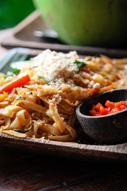 Pad Thai Nudeln auf Teller – Foto