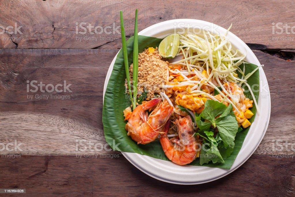 pad thai phad thai asian cuisine rice noodles with shrimps