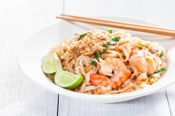 Pad Thai Stir Fried Asian Noodles With Shrimp, Egg, Tofu And Bean Sprouts Other Ingredients Include Peanut, Lime, Chili Pepper, And Scallions rice noodles stock pictures, royalty-free photos & images